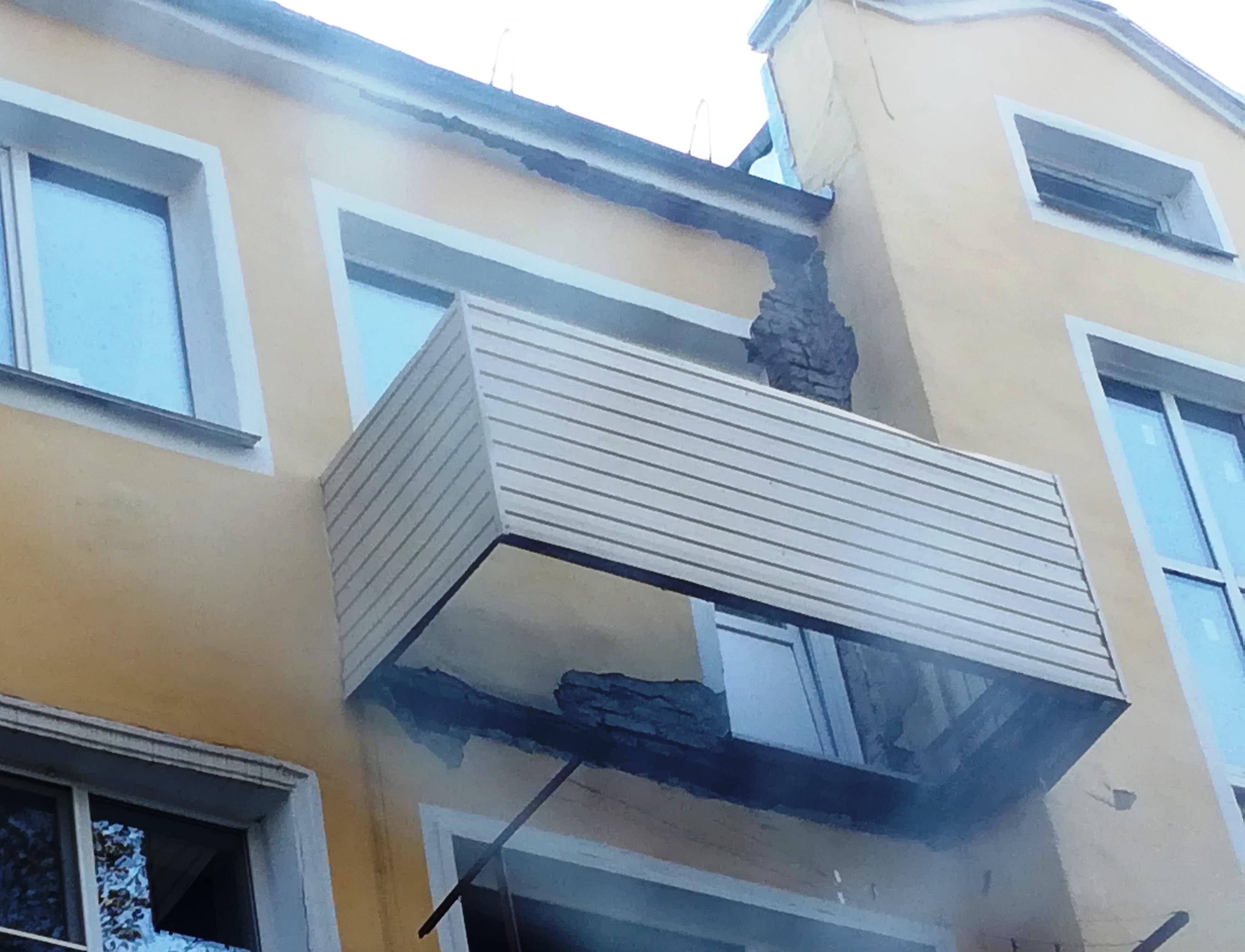 В новокузнецке отремонтировали 32 аварийных балкона.